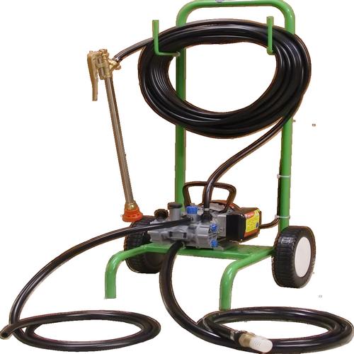DALEP PAN 15/18 Motopompe performante, accepte tous les produits, dont le chlore et l'acide. Livrée sur chariot avec lance à levier de 60 cm . Usage professionnel .